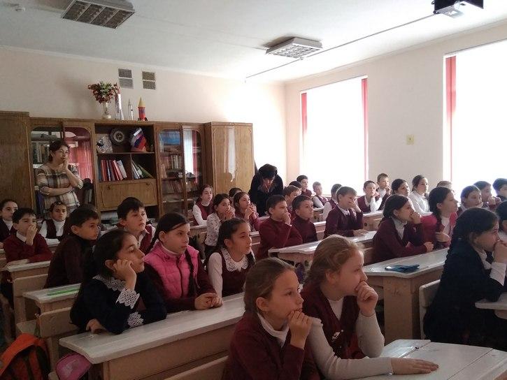 Учащиеся 4-х кл. слушают рассказы о войне IMG_20181122_143230